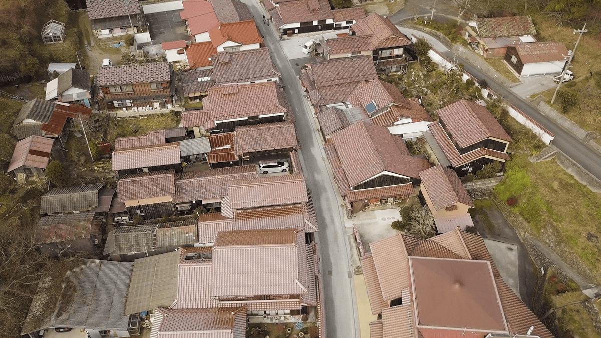 吹屋ふるさと村の上空から撮影した空撮写真