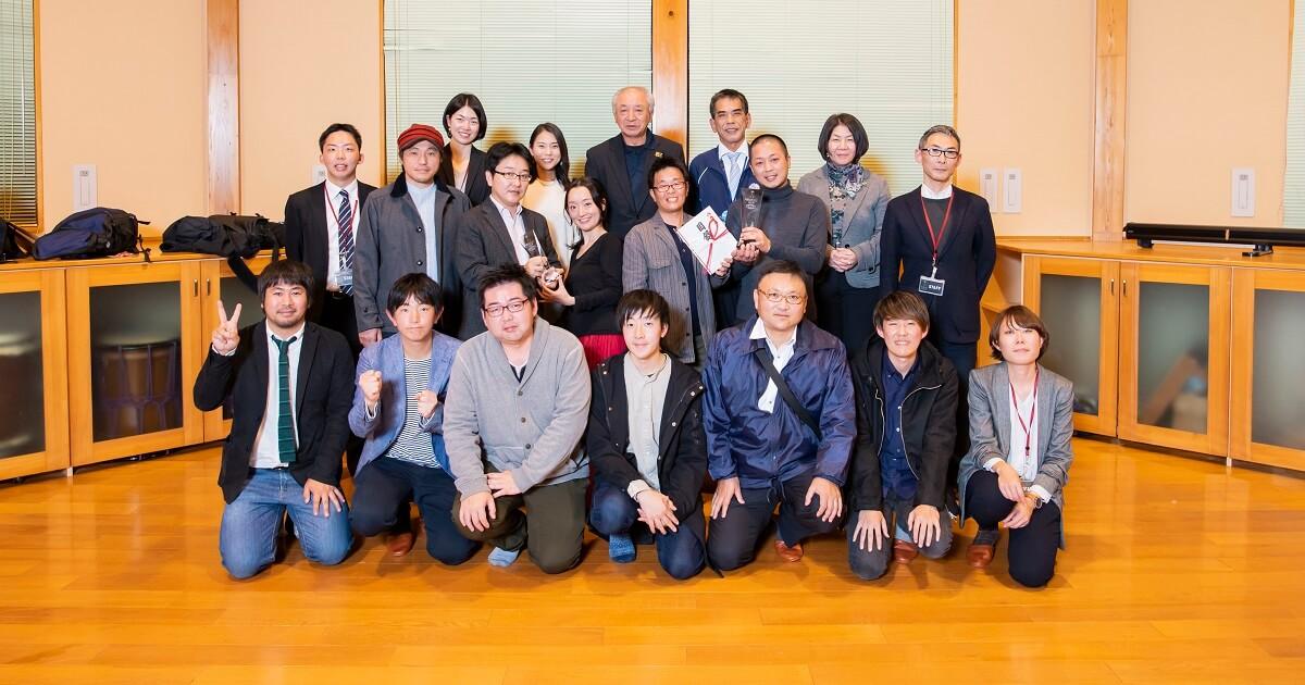 レセプションで撮影した受賞者とファイナリストの集合写真