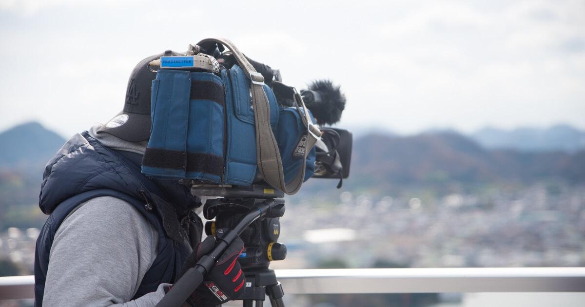 「ドローン空撮事例:テレビ大阪 二代目和風総本家のロケ撮影」のサムネイル画像