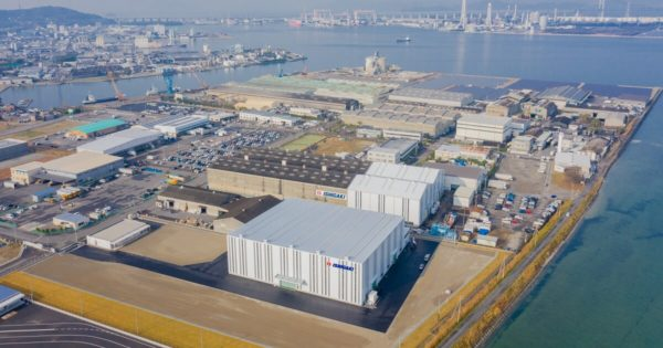 香川県坂出市にある株式会社石垣様の工場建物外観ドローン空撮写真